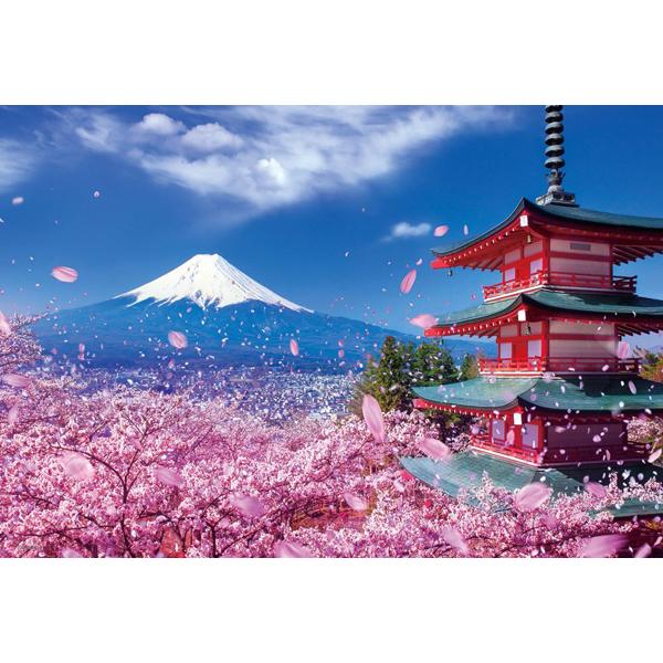 富士と桜舞う浅間神社